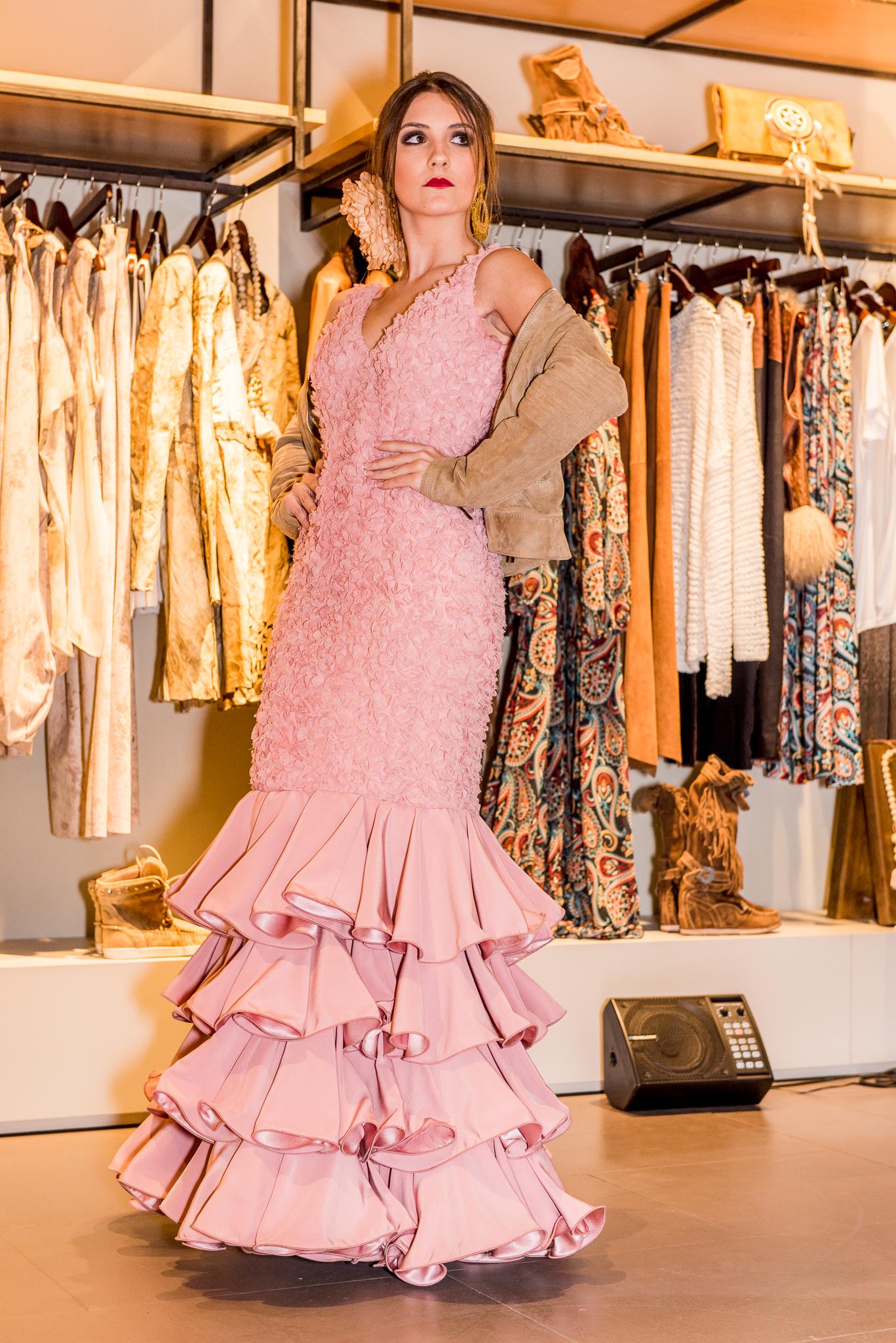 Mercedes Mestre Moda Flamenca en Barcelona | Fusión de moda Pilar ...